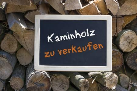 Brennholz-Kaminholz-lagern-Brennholz-kaufen